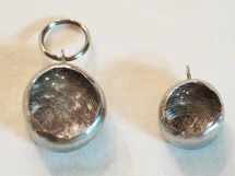 Thumbprint-pendants